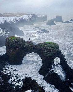 Dramatic coast of iceland... [OC] [720900]