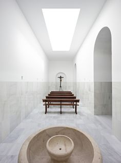 Image 1 of 11 from gallery of Blessed Sacrament Chapel / Pablo Millán. Photograph by Javier Callejas