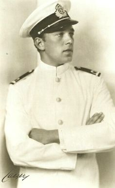 Prince Bertil Gustaf Oskar Carl Eugén of Sweden (1912 – 1997), Duke of Halland, was the son of King Gustaf VI Adolf of Sweden & his first wife, Princess Margaret of Connaught. He was a paternal uncle of King Carl XVI Gustaf of Sweden & a maternal uncle of Queen Margrethe II of Denmark & Queen Anne-Marie of Greece. Bertil chose not to marry Welsh commoner Lilian Craig, as that would have deprived him of his place in the succession, so the couple simply lived together discreetly.