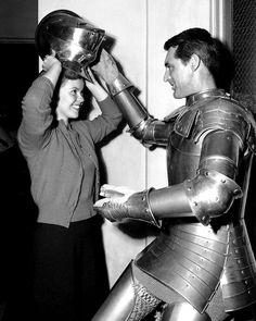"""CaryGrantyShirley Temple en el rodaje de """"El solterón y la menor"""" (1947)"""