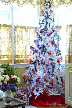 How to Decorate with an Americana Theme Fourth Of July Decor, 4th Of July Decorations, 4th Of July Party, Tree Decorations, July 4th, Christmas Tree Themes, Holiday Tree, Holiday Crafts, Holiday Decor