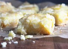 Ooey Gooey Butter Cake Bars - Sweet vanilla cake is topped with a gooey cream cheese layer that's butterlicious, to say the least! Just Desserts, Delicious Desserts, Dessert Recipes, Yummy Food, Candy Recipes, Holiday Recipes, Ooey Gooey Butter Cake, Stick Butter, Gastronomia
