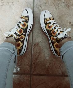 converse sunflower mystyle is part of braids - braids Mode Converse, Converse Shoes, Diy Converse, Sock Shoes, Shoe Boots, Mode Kawaii, Mode Chic, Painted Shoes, Painted Converse