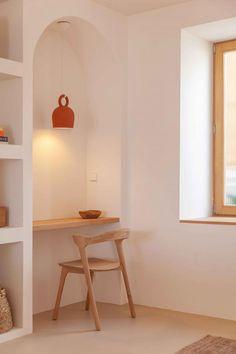 Architect, Amelia Tavella creates a sensitive design and a soothing palette at Casa Santa Teresa Estilo Interior, Home Interior, Interior And Exterior, Interior Design, Interior Natural, Turbulence Deco, Interior Shutters, Wooden Staircases, Storey Homes