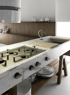 I would enjoy cooking in this kitchen. Look at the stove top along. Its all gas. Sweet cooking!
