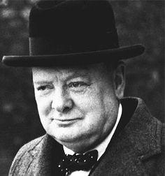 Winston Churchill (1874-1965) was een bekende Britse politicus. Als man die      Groot-Brittannië leidde tijdens de Tweede Wereldoorlog staat hij vooral bekend. Met speeches hield hij de moet erin bij het Engelse volk en het leger.