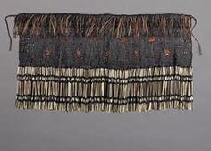 piupiu cape // Elaine bevan Flax Weaving, Flax Flowers, Maori Designs, Maori Art, Textiles, Cloaks, Weaving Techniques, Capes, Old And New