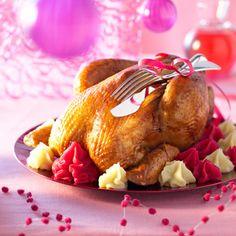 Découvrez la recette Dinde farcie aux pommes et duo de purées sur cuisineactuelle.fr.