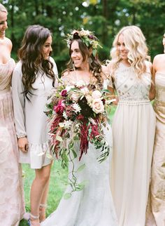 Gorgeous bride with her burgundy bouquet and neutral bridesmaid dresses burgundy wedding centerpieces Burgundy Wedding Theme, Fall Wedding Colors, Green Wedding, Mod Wedding, New York Wedding, Chic Wedding, Gipsy Wedding, Skull Wedding, Wedding Bells