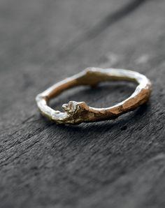 Twig, anillo grueso, unisex, realizado con la técnica de cera perdida antigua en oro (9K o 18K rose, blanco o amarillo). Este listado está