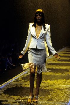 Alexander McQueen Spring 1998 Ready-to-Wear Fashion Show - Angela Lindvall