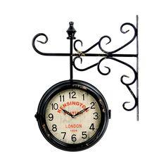 Este modelo de relógio estação Kensington possui aspecto enferrujado, como se tivesse vindo direto de décadas atrás para dentro do seu lar. Um relógio novo com design antigo, que proporciona estilo a decoração. Sua cor preta ajuda na combinação com os mais diversos tipos e cores de parede.