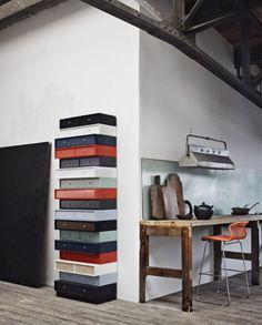 Ingenious column made of drawers