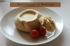 Rahmsuppe im Brottopf.