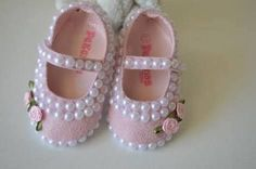 24 Ideas for crochet baby shoes girl mom Baby Girl Shoes, Cute Baby Girl, Girls Shoes, Baby Bling, Foto Baby, Crochet Baby Booties, Doll Shoes, Diy For Girls, Toddler Shoes