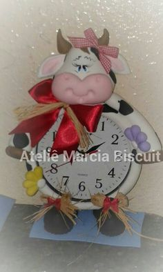 Relógio decorado em biscuit tema Vaca BiBy