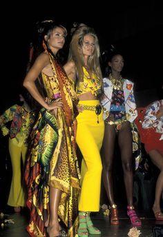 Helena Christensen et Claudia Schiffer en Versace au défilé du gala de l'AmFAR à New York en février 1992