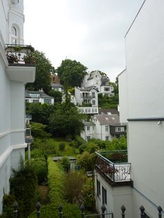 #Blankenese gehört mit Sicherheit zu den schönsten und auch begehrtesten Stadtteilen in Deutschland. #Hamburg #Villa http://hamburg-immobilien.blogspot.de/search/label/Blankenese