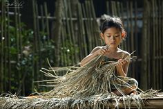 """Prepare Plaiting Materials"" by I Gede Lila Kantiana ❀  Bali Floating Leaf Eco-Retreat ❀ http://balifloatingleaf.com ❀"