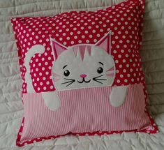 Cojinesneed to make pillows with the little heads of sheep, can't remember Patchwork Pillow, Quilted Pillow, Baby Pillows, Throw Pillows, Applique Quilt Patterns, Applique Designs, Cat Quilt, Cat Pillow, Sewing Pillows