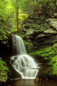 They're always talking about the Poconos are a couples destination. I am not waiting on that, I'm going! Beautiful Waterfalls, Beautiful Landscapes, Places To Travel, Places To See, Places Around The World, Around The Worlds, Pocono Mountains, Road Trip, Les Cascades