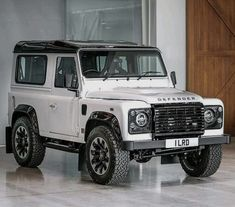 Land Rover Defender Anniversary in Fuji white New Defender, Land Rover Defender 110, Landrover Defender, Range Rover Off Road, Automobile, Range Rover Supercharged, Black Jeep, Jaguar Land Rover, Car Goals