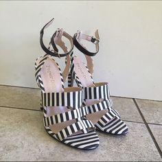 Never been worn! Black white stripe heels Never been worn size 6! Black and white heeled sandals Paper Dolls Shoes Heels
