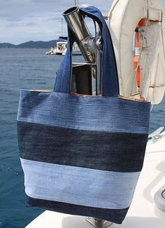 Denim vacation tote: To make tote, use 4 pairs of old jeans in varying colors of denim. Cut 6 inch wide strips from legs of jeans. (The 8 legs yielded enough strips of denim to make 2 totes). Sew strips together, cut out tote bag pattern, & sew bag toget Sacs Tote Bags, Denim Tote Bags, Denim Bags From Jeans, Diy With Jeans, Diy Denim Purse, Ripped Jeans, Denim Jean Purses, Blue Jean Purses, Denim Shirts