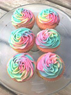 Vanilla Tie Dye Cupcakes!