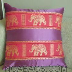 Housse de coussin en soie Thaï Motifs Éléphants couleur Violet/Parme, imprimés Or - 40*40cm