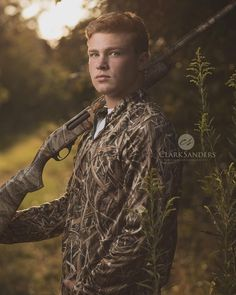 I may not know anything about hunting but I sure enjoy creating hunting portrait. - I may not know anything about hunting but I sure enjoy creating hunting portraits for my seniors! Outdoor Senior Pictures, Horse Senior Pictures, Softball Senior Pictures, Senior Boy Poses, Senior Portrait Poses, Country Senior Pictures, Senior Picture Outfits, Senior Pictures Boys, Senior Pics
