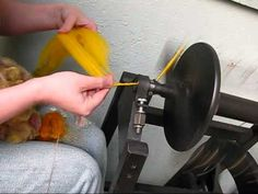 This tutorial covers several popular methods of corespinning including locks, roving, beads, sequins, and luxury fibers Spinning Wool, Hand Spinning, Spinning Wheels, Spin Me Right Round, Art Du Fil, Drop Spindle, Crochet Yarn, Fiber Art, Knitting