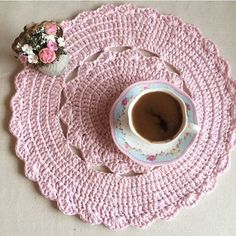 Mutlu akşamlar   Kahve keyfi    #örmeyedeğer #örgü#hobinisat #home #sunum #knittingaddict #orgu #örgümodelleri #elişi #elemegi #englishhome #madamecoco #instagram #instagood #instalike #örgüsupla #örgüamerikanservis #ribbonip #ceyiz #çeyizlik #hediye #knit #knitting #crochet #crocheting #siparisalinir