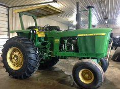 1969 John Deere 4520 Power Shift presented as Lot at Davenport, IA Old John Deere Tractors, Jd Tractors, Antique Tractors, Vintage Tractors, John Deere 4520, John Deere Equipment, New Starter, Classic Tractor, Landscape Wallpaper