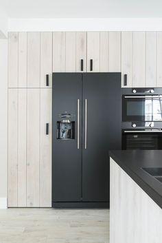 Kitchen Cabinet Storage, Kitchen Cupboards, Kitchen Pantry, Storage Cabinets, Kitchen Appliances, Kitchen Organization, Funky Kitchen, Rustic Kitchen, Built In Refrigerator