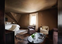Hotel Purs in Andernach, Germany by Axel Vervoordt Wabi Sabi, Angle Of Repose, Axel Vervoordt, Tiny Living Rooms, Ensuite Bathrooms, Hotel Suites, Restaurant, Guest Suite, House Tours