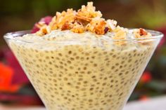 Unlike similar recipes, this mango chia pudding has pureed fruit whirled right in and boasts warm, complimentary spices. Healthy Treats, Healthy Desserts, Healthy Recipes, Mango Chia Seed Pudding, Filipino Desserts, Blender Recipes, Fabulous Foods, Sweet Tooth, Sweet Treats