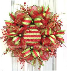 How to attach large ornaments to wreaths. Direction by Julie Siomacco of Southern Charm Wreaths
