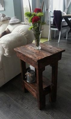 Easy Little End Tables in 2 Hours : 5 Steps (with Pictures) - Instructables Pallet End Tables, Rustic End Tables, Small End Tables, Diy End Tables, Pallet Benches, Pallet Couch, Pallet Bar, Outdoor Pallet, Skid Pallet