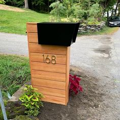 Simple Yet Elegant Modern Landscaping Design Tips – My Best Rock Landscaping Ideas Mailbox Stand, Diy Mailbox, Modern Mailbox, Mailbox Post, Mailbox Makeover, Rural Mailbox Ideas, Brick Mailbox, Farmhouse Mailboxes, Midcentury Mailboxes