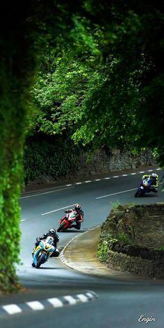 Street Motorcycles, Kawasaki Motorcycles, Racing Motorcycles, Street Bikes, Storm Wallpaper, Summer Wallpaper, Valentino Rossi, Mercedes Benz Wallpaper, Motorbike Photos