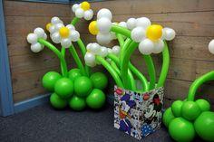 Ballons at a Daisy Duck Party #daisyduck #partyballoons