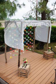 photo booth frame diy how to make a ; Altar Decorations, Wedding Decorations, Wedding Ideas, Diy Birthday, Birthday Photos, Origami Wedding, Photo Booth Frame, Happy Party, Wedding Frames