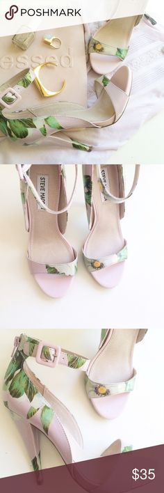 Tropical Floral Palm Print Pumps NWOT Pale pink with a green and yellow tropical floral palm print. Size 7.5 Never worn! Brand new <3 Steven Madden Steve Madden Shoes Heels