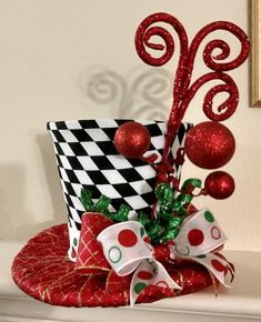 Pretty Christmas Hat Ideas That Trending In 2020 15 Christmas Tree Tops, Diy Christmas Gifts, Christmas Holidays, Christmas Wreaths, Christmas Ornaments, Diy Christmas Tree Topper, Christmas Door, Christmas Carol, Whimsical Christmas Trees