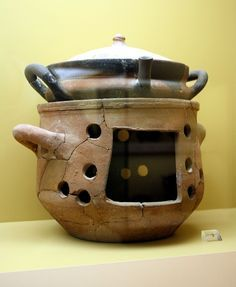 Ancient Greek casserole and brazier, century BC, exhibited in the Ancient Agora Museum in Athens, housed in the Stoa of Attalus Picture by Giovanni Dall'Orto, November 9 Fire Cooking, Cooking Stove, Clay Oven, Greek Pottery, Greek Cooking, Rocket Stoves, Primitive Kitchen, Iron Age, Pottery Designs