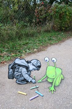 "David Zinn: ""Sluggo is not a self-made man, but he did consult on the job. Chalk Kid by the brilliantly gifted stencil/woodcut artist Joe Iurato. Chalk by Ikea. Urban Street Art, 3d Street Art, Street Art Graffiti, Street Artists, Urban Art, David Zinn, Pablo Picasso, New York Graffiti, Urbane Kunst"