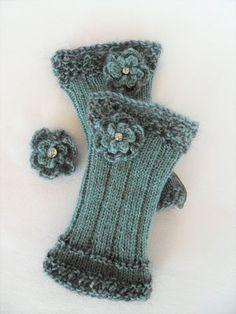 Bernis Strickwelt: Winterblümchen…… Bernis Strickwelt:… – Awesome Knitting Ideas and Newest Knitting Models Fingerless Gloves Knitted, Knit Mittens, Knitting Socks, Hand Knitting, Knitting Patterns, Crochet Patterns, Knitting Projects, Crochet Projects, Hand Crochet
