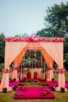 Weddings are a celebratory occasion which brings together two families. Confused whether to decorate your wedding mandap using florals or lights? We have curated a list with some awe-inspiring Wedding Mandap decor inspirations we know you'll love. Indian Wedding Theme, Desi Wedding Decor, Wedding Hall Decorations, Indian Wedding Ceremony, India Wedding, Wedding Entrance, Wedding Mandap, Floral Wedding, Indian Wedding Receptions