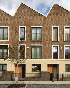 18 Ideas apartment elevation brick for 2019 Brick Architecture, London Architecture, Minimalist Architecture, Residential Architecture, Architecture Details, Brick Cladding, Brickwork, Casa Patio, Townhouse Designs
